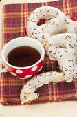 Swirl buns and tea — Stock Photo