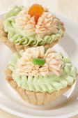 Tartlets with cream — Stock Photo