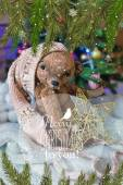 Christmas card with teddy bear, Christmas tree, ornaments, gold glitter, fir branches and greeting text. — Stock Photo