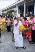 SAMUTPRAKARN, THAILAND - OCT 09 :  old men dress like a deva join at Buddhist monks  for End of Buddhist Lent Day. on October 09, 2014 in Samutprakarn,Thailand. — Foto de Stock