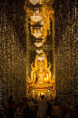 The Golden seated presiding Buddha in Church,wat Thasung in Uthai Thani, Thailand — Стоковое фото
