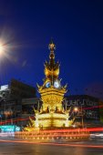 CHIANG RAI-DEC 17: Light trails on street around golden clock tower, established in 2008 by Thai visual artist Chalermchai Kositpipatat, at night on December 17, 2014 in Chiang Rai, Thailand. — Fotografia Stock