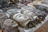 Vyřezávané dřevěné tváře Myanmar králů a starých lidí, Myanmar — Stock fotografie