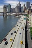 Highway and brooklyn bridge new york — Stock Photo