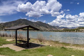 Picnic Area and Bench on Lake — Stock Photo