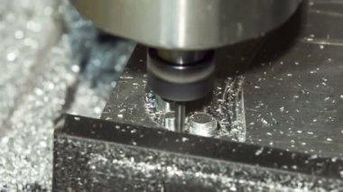 Miller is cutting aluminium — Stock Video