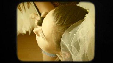 Master Applying Make-up For Bride — Vídeo stock