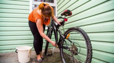 Young Female Washing Bicycle Wheels — Stock Video