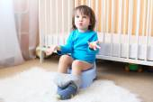 Little boy on potty — 图库照片
