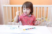 Lovely little child with water color paints — 图库照片