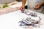 Fishmonger preparing fish for selling at fish market — Stock Photo