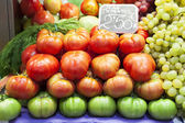 Tomatoes and grapes at fruit market. — Stok fotoğraf