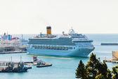 MALAGA - NOVEMBER 15: Costa Fortuna cruise ship docking on Novem — Stock Photo