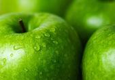 Grönt äpple makro i selektiv inriktning — Stockfoto