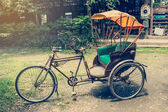 Old bicycle in coffee shop — Stock fotografie