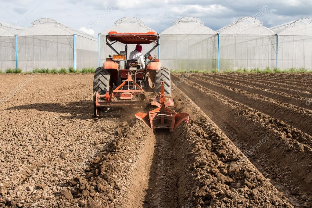 Tractor Preparation Soil Working In Field Agriculture. — Stock