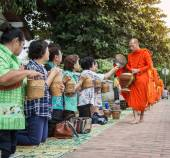 Unidentified monks walk to collect alms and offerings on October 27, 2014 Laos. This procession is held every day in Luang prabang in the early morning. — Stock Photo