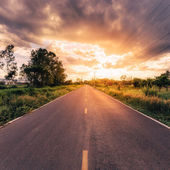 Country road and field with beautiful sunset vintage — ストック写真