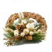 Golden Christmas wreath isolated on white background. — Stockfoto