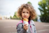 Little girl with icecream in the park — Stok fotoğraf