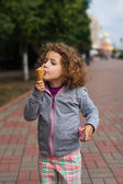 Little girl with icecream in the park — ストック写真