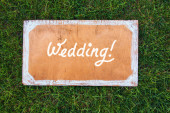 Wedding wooden sign on the grass. Spring or summer theme for ads. — Stock Photo