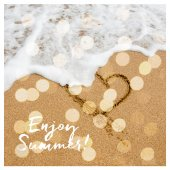Enjoy summer card design with bokeh. Shape of the heart in the sand on the beach. — Stock Photo