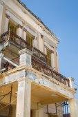 Old broken balcony on a old house with rust and ruined. — Stock Photo