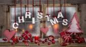 Kartkę z życzeniami na Boże Narodzenie w czerwonym, drewno, świece i z tekstem. — Zdjęcie stockowe