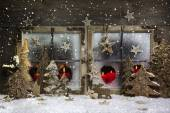 Mood and atmosphere: christmas window decoration in red with woo — Stok fotoğraf