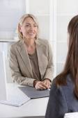 Female managing director in a job interview with a young woman. — Stock Photo