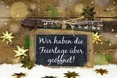冬季旅游广告牌: 我们在圣诞节已打开 — 图库照片