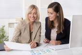 Team of successful businesswoman in the office working in leadin — Stock Photo
