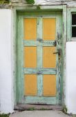 Old wooden door of an ancient farmhouse. — Stock Photo