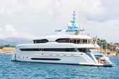 Modern white mega yacht in the blue sea. Rich people on holidays — Stock Photo