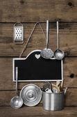 Wooden vintage kitchen background with old kitchenware, blackboa — Stock Photo