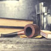 Tobacco pipe, tobacco and matches — Stock Photo