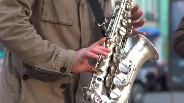 Resultado de imagen para Músico tocando por las calles