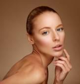 Beautiful Woman Touching her Face. Perfect Fresh Skin. Pure Beau — Stock Photo