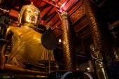 Big golden Buddha statue in temple at Wat Panan Choeng Worawihan temple — Fotografia Stock