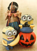 Happy Halloween Minions Playing with Jack the Lantern Pumpkin & Ugly Witche — Stock Photo