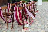 Düğün sandalye, düğün töreni içinde dışarıda — Stok fotoğraf