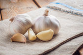 Organic garlic whole and cloves on the wooden background — Stock Photo
