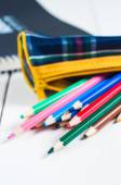 Sketchbook and colorful pencils on the table — ストック写真