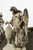 Angel guarding the graves of the dead. — Stock Photo