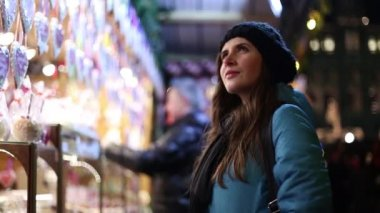 Beautiful girl on the Christmas markets — Vidéo