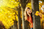 Woman talking on mobile phone in autumn park — Stock Photo