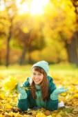 Woman lying on  ground in autumn park. — Stock Photo