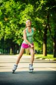 Woman skating in city park — Stock Photo