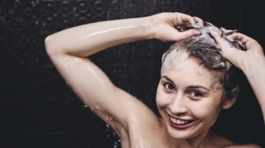 Woman washing her hair — Stock Video